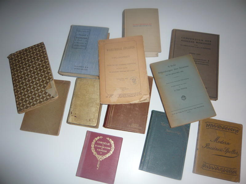 Some of Dijkstra's college books, early 1950s.